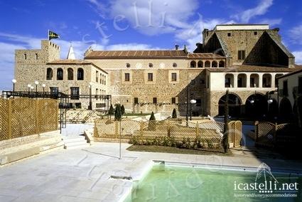 Castello plaza san vicente ferrer s n 10600 for Palazzo in stile messicano