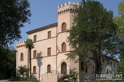 hotel castello Montegiove marche