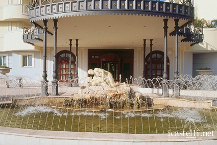 Grand hotel vanvitelli a caserta campania for Palazzo in stile messicano