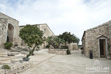 Borgo alveria a noto sicilia for Palazzo in stile messicano