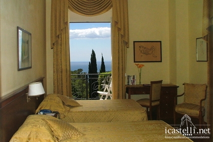 Elegant room with frontal sea view