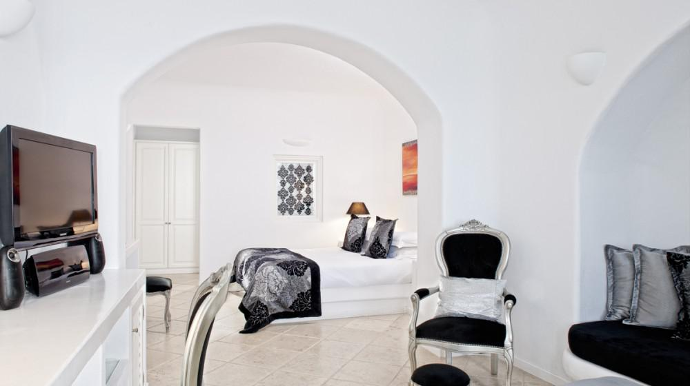 above blue suites in santorini cyclades islands. Black Bedroom Furniture Sets. Home Design Ideas