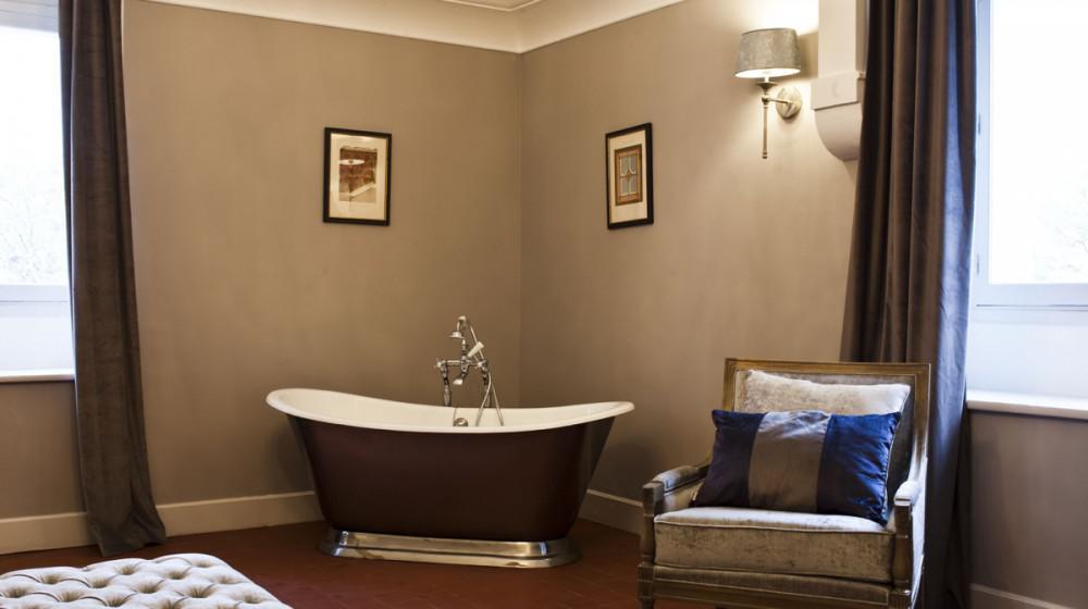 chateau saint pierre de serjac a puissalicon linguadoca. Black Bedroom Furniture Sets. Home Design Ideas