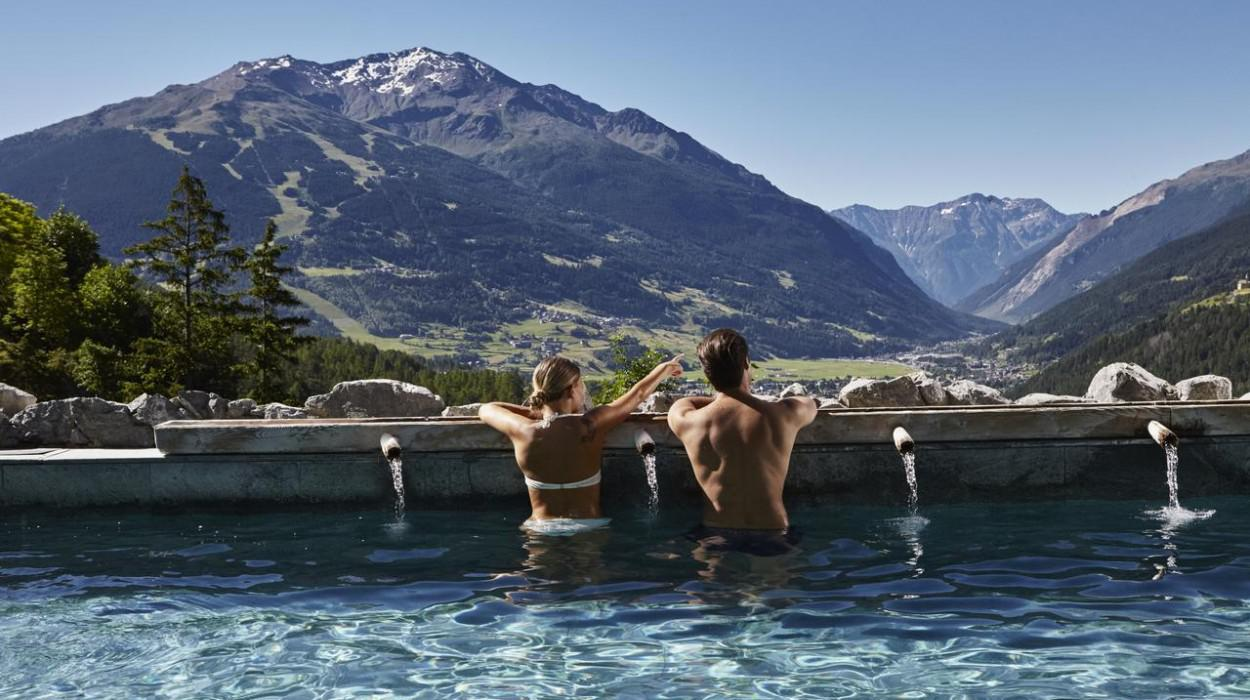 https://www.icastelli.net/photo/images/grand-hotel-bagni-vecchi_1000_560_2571_1528561629.jpg