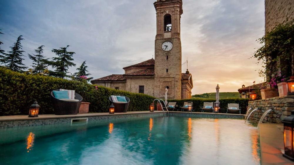 Hotel castello di sinio in sinio piedmont for Charming small hotels italy