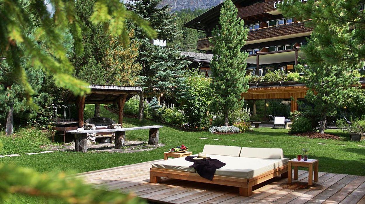 Hotel ciasa salares a san cassiano trentino alto adige for Divani trentino alto adige