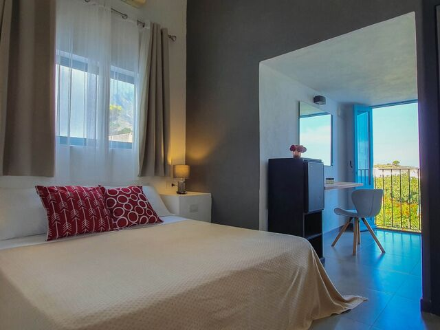Deluxe double room with sea side view