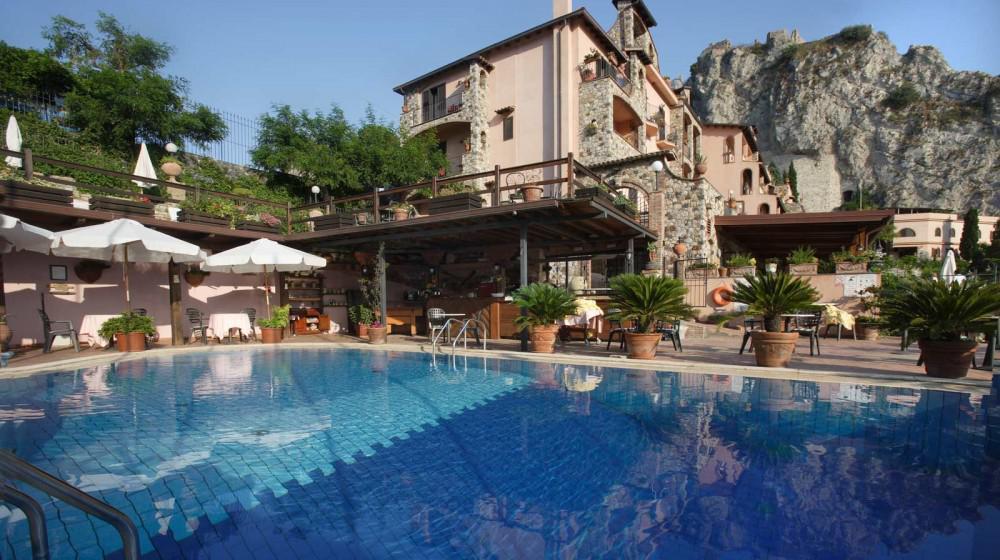 Hotel villa sonia in taormina sicily for Hotel villa taormina