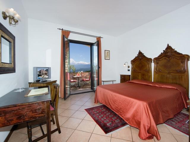 Classic Room Etna view