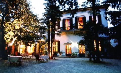 Hotel di lusso a azzate lago di varese alberghi di for Palazzo in stile messicano