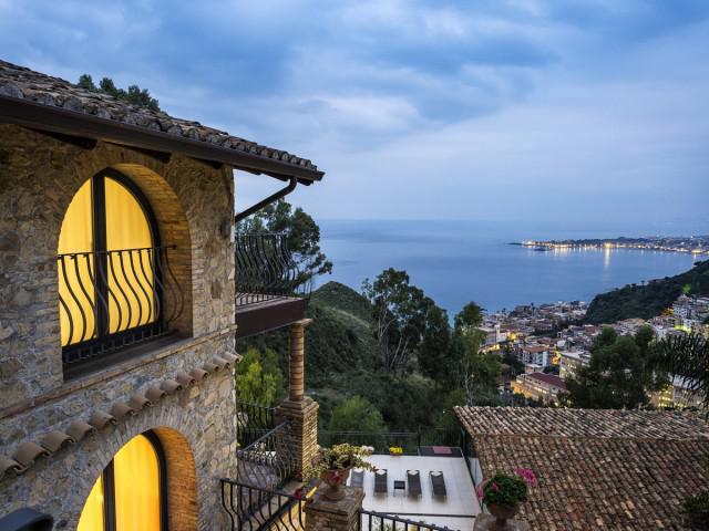Appartement 2 Chambres Eolie TOP avec terrasse, vue sur la mer et l'Etna