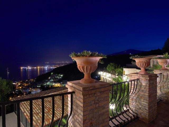 1 Bedroom Apartment Eolie with terrace, Etna and Sea view