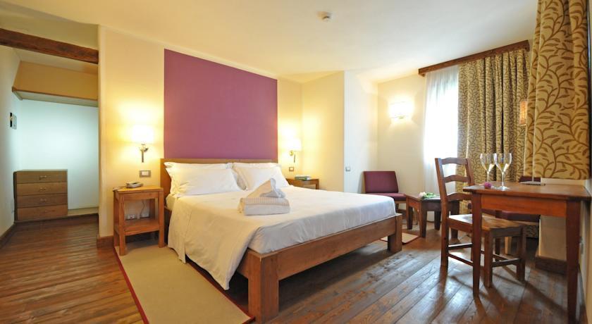 maison tissiere hotel et cuisine antey saint andr. Black Bedroom Furniture Sets. Home Design Ideas