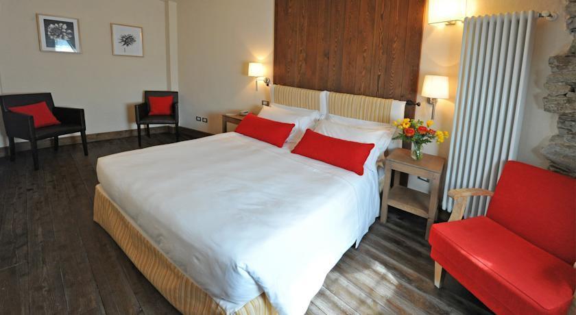 maison tissiere hotel et cuisine in antey saint andr. Black Bedroom Furniture Sets. Home Design Ideas