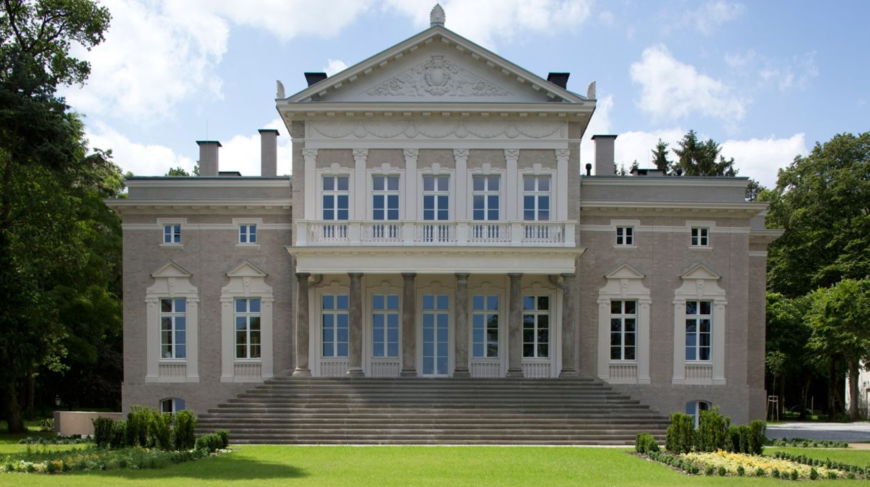Manowce Palace