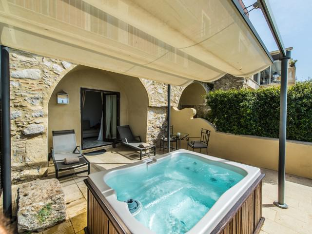 Intimate Terrace Spa