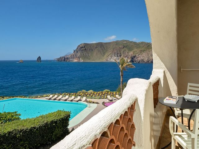 Comfort room with balcony sea view