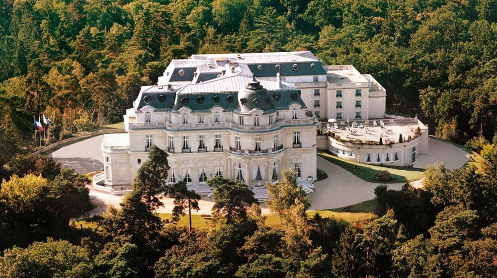 Tiara ch teau hotel mont royal chantilly in la chapelle en for Piscine gouvieux