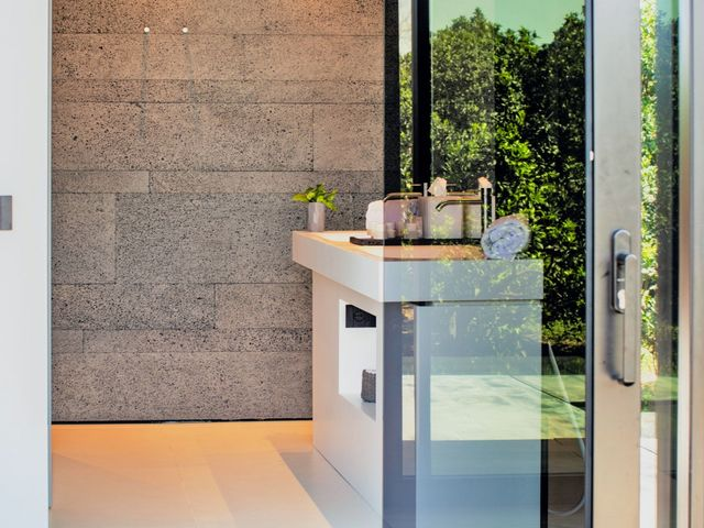 Glass Cube with private open air tub