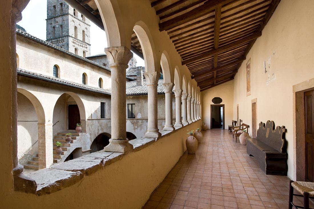 Aufenthalt in einem Konvent und Kloster